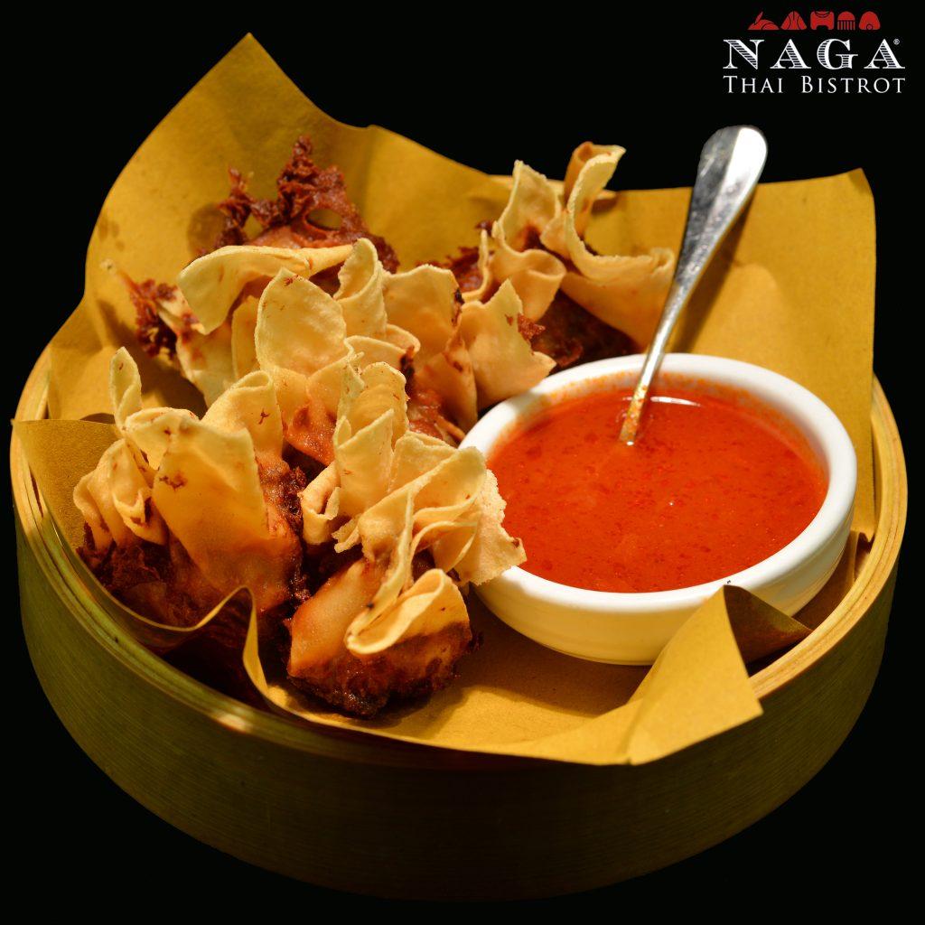 Ravioli croccanti con ripieno di carne € 6,00 Fried Thai dumplings